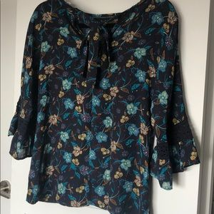 DR2 Bell Sleeve Floral Print Top